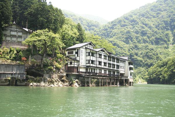 船でしか行けない秘境の一軒宿! 『大牧温泉』 ゆったり日帰りの旅