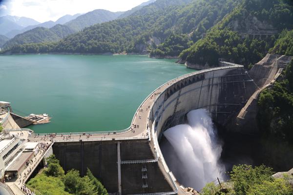 夏の立山黒部アルペンルート弾丸ツアー 目指すは黒部ダム!国内最大級のスケールと迫力!