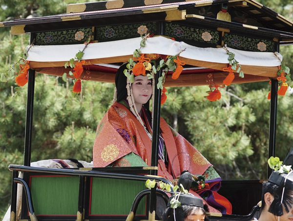 有料観覧席にて観賞 話題の神社めぐり風雅な王朝行列「葵祭」