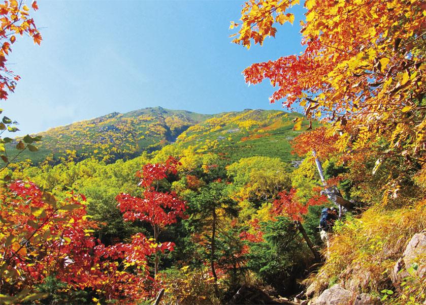 日本100名山/紅葉の名所・雨飾山へ登る旅