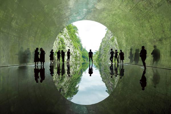 リニューアル オープン!清津峡渓谷トンネルと湯沢高原 パノラマパークと紫の絶景50万本のスイートロケット